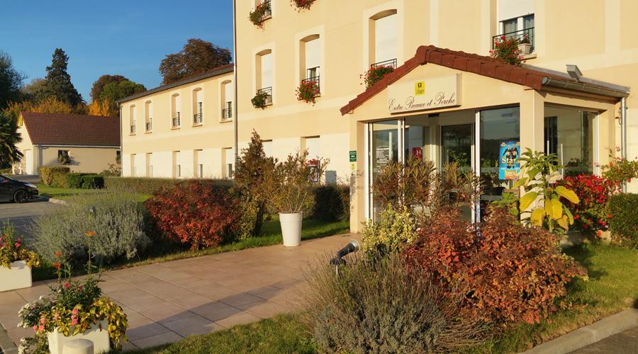 Façade de l'Hôtel Beauce et Perche