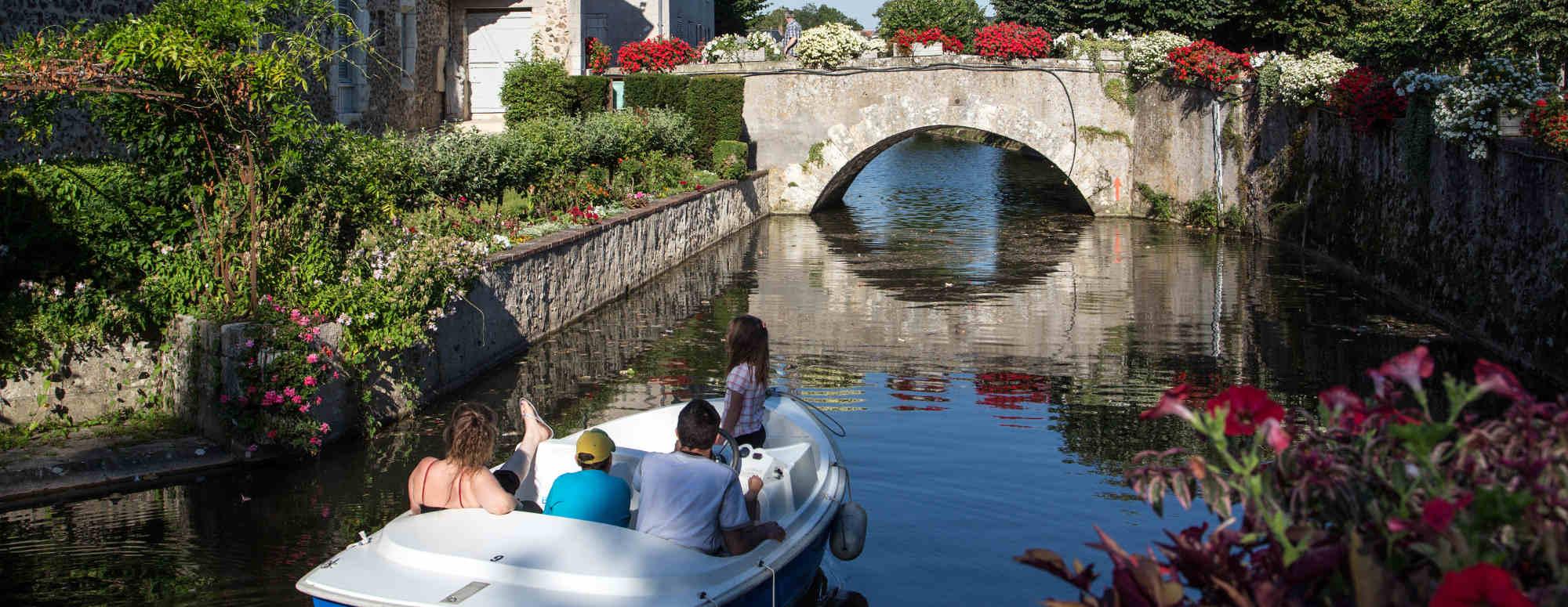 Barque Bonneval hôtel 3étoiles châteaudun Entre Beauce et Perche