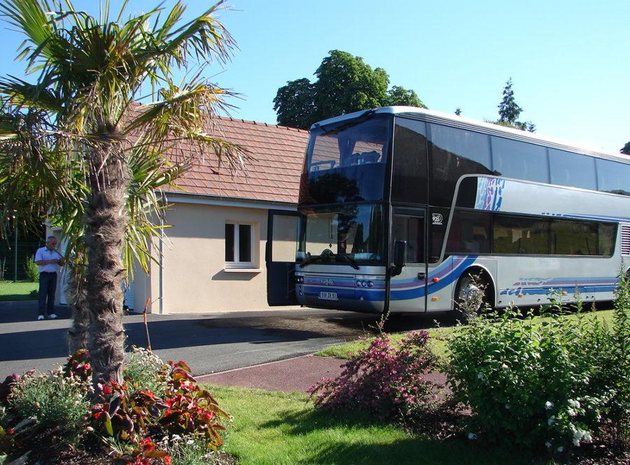Place autobus dans hôtel près Chartres