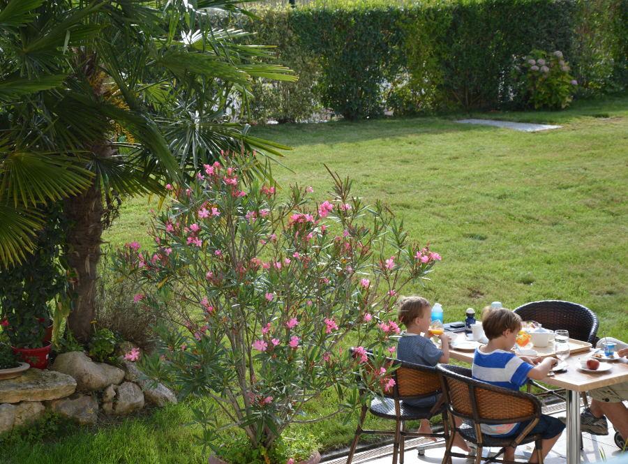 Petit déjeuner terrasse Châteaudun
