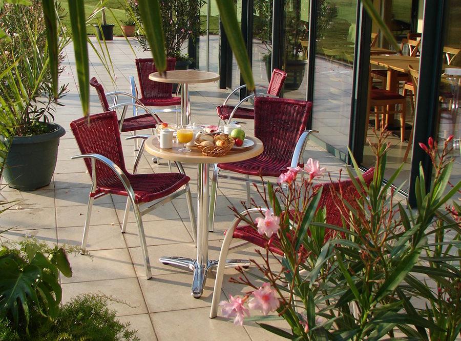 Petit dejeuner terrasse hotel 3* logis 28