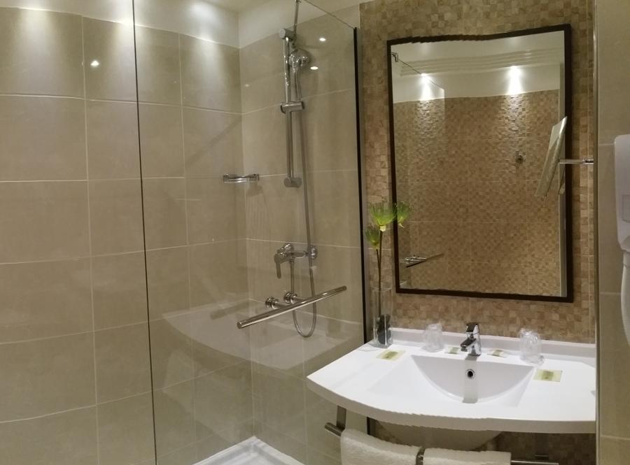 Salle de bain Chambre confort hôtel châteaudun