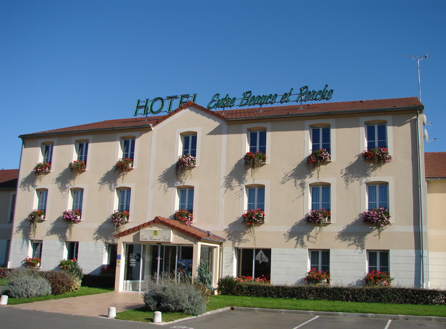 Hotel between Chartres and Orleans N10