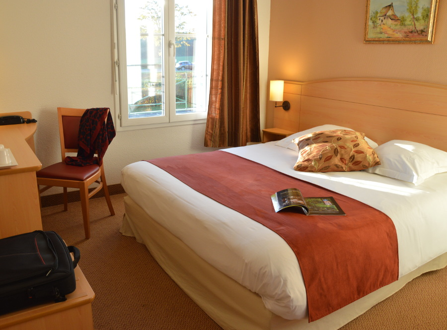 Room best price RN10 Chartres Orleans